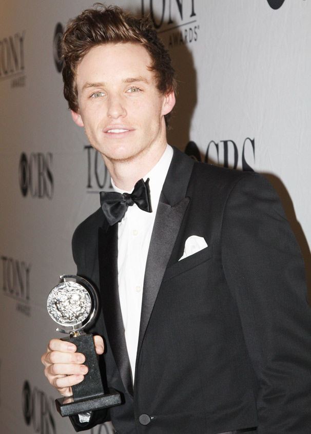Newcomer Eddie Redmayne Wins 2010 Tony Award for Red