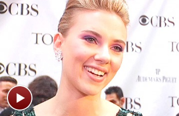 Red Carpet Extra: Scarlett Johansson Praises Her Mama