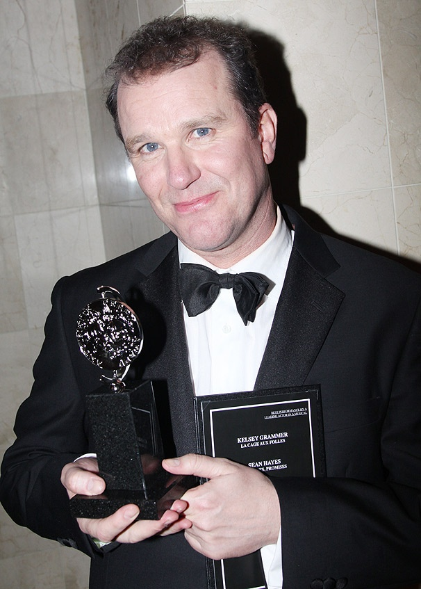 Broadway Newcomer Douglas Hodge Takes Home Tony for La Cage aux Folles