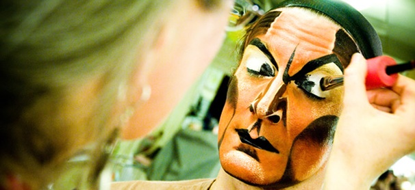 A Look at The Lion King Star Gareth Saxe's Terrifying Transformation Into Scar