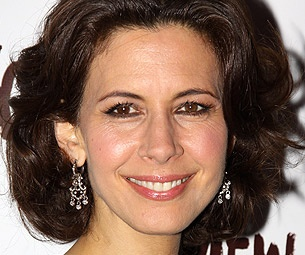 Jessica Hecht to Join Maggie Gyllenhaal and Peter Saarsgard in Three Sisters at Classic Stage