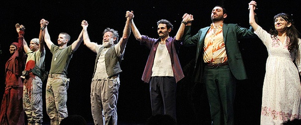 A Roaring Opening Night for Robin Williams and Bengal Tiger at the Baghdad Zoo