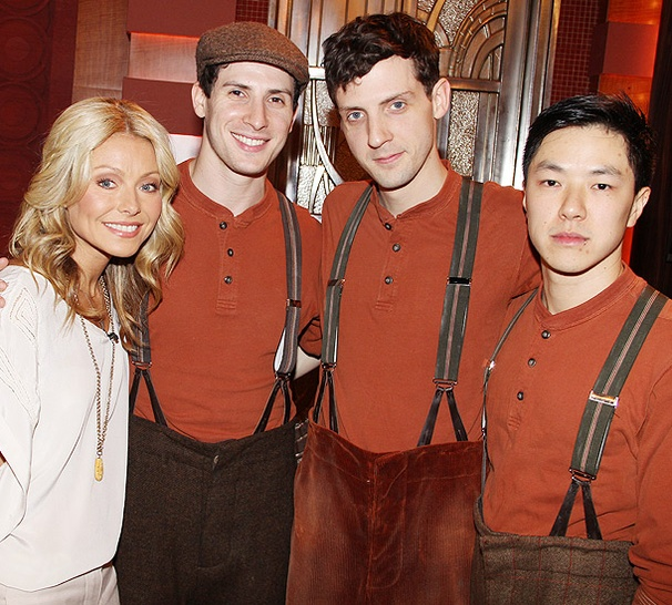 Giddy Up! Kelly Ripa Wrangles a Photo with the Stars of War Horse
