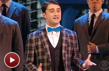 Watch How to Succeeds Daniel Radcliffe and John Larroquette Performing 'Brotherhood of Man' at the 2011 Tony Awards!