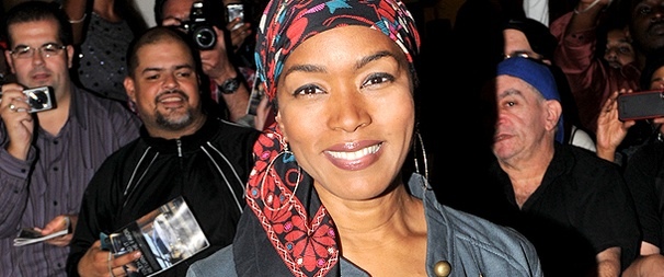 Angela Bassett & Samuel L. Jackson Come Down from The Mountaintop's First Preview to Greet Fans