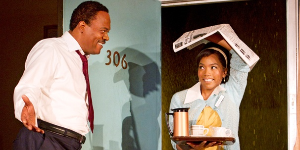 Martin Luther King Jr. Drama The Mountaintop, Starring Samuel L. Jackson and Angela Bassett, Opens on Broadway