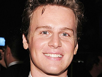 Jonathan Groff Will Hunt Down Idina Menzel in Disneys Frozen