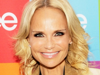 Kristin Chenoweth To Raise Temperatures on TV's Hot in Cleveland