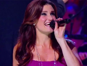 Watch Idina Menzel Perform Lady Gaga's 'Poker Face' in Barefoot at the Symphony