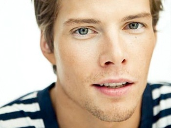 Listen to Hunter Parrish's First Single, 'Sitting at Home,' Off His Debut EP Guessing Games