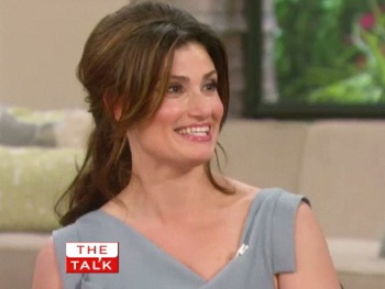 idina menzel dishes about mooning taye diggs in rent
