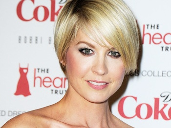 Jenna Elfman to Play Josh Gad's Stepmom in 1600 Penn Pilot