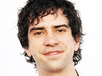 Hamish Linklater Joins Robin Williams and Sarah Michelle Gellar in CBS Pilot Crazy Ones