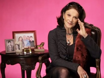 Watch The Lyons Star Linda Lavin Dish Out Motherly Advice as Rita Lyons