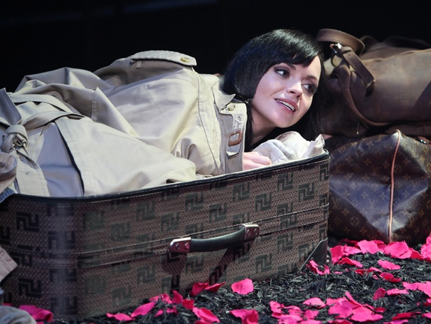 A Midsummer Night's Dream, Starring Bebe Neuwirth & Christina Ricci, Opens Off-Broadway