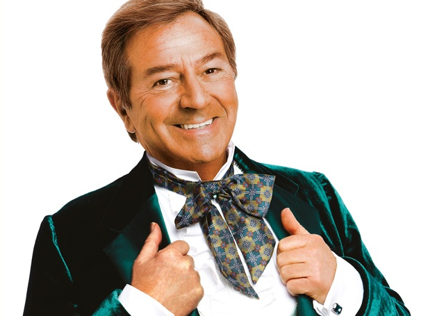 Des O'Connor to Star as the Wizard in West End The Wizard of Oz