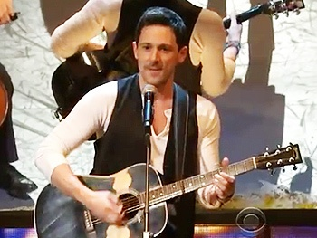 See Steve Kazee, Cristin Milioti and the Cast of Best Musical Winner Once Perform at the 2012 Tonys