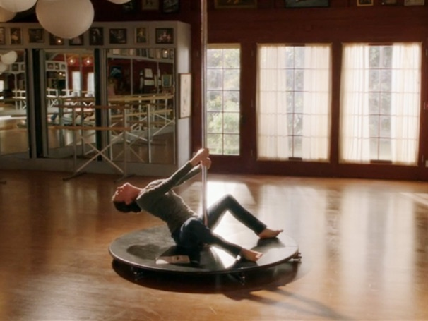 Barre Hopping: Sutton Foster Conquers the Stripper Pole on Bunheads