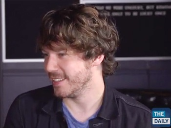Watch The Newsroom's John Gallagher Jr. Chat With The Daily About Singing With Jeff Daniels & Guesting on Glee