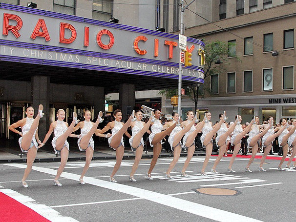Santa and the Radio City Rockettes Kick Off the Holiday Season With a Christmas Spectacular Preview
