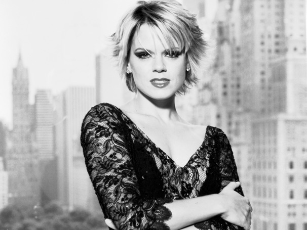 Razzle Dazzle 'Em! Amy Spanger Returns to Chicago as Roxie Hart