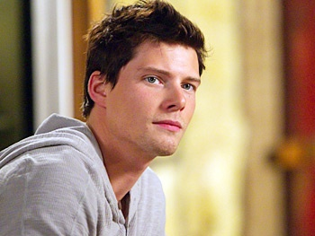 Hunter Parrish Covers the Weeds Theme Song 'Little Boxes'