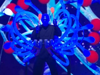 Watch Blue Man Group Shake Their 'Jiggle Twins' on the America's Got Talent Season Finale