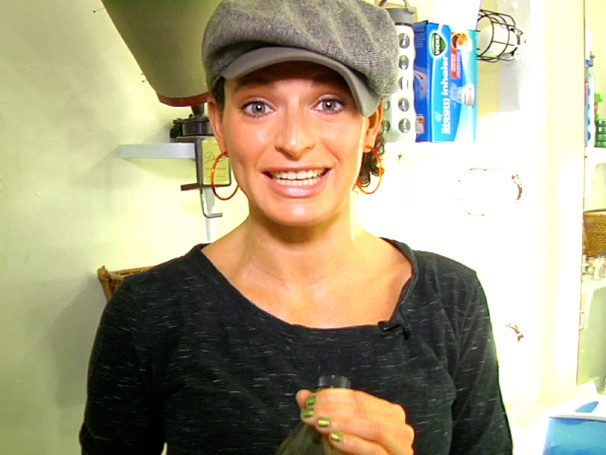 Watch the Weird Way Wicked Star Jackie Burns Avoids Laryngitis and Other Backstage Secrets 