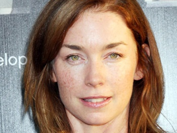 Julianne Nicholson Tapped to Play Julia Roberts Sis in August: Osage County Movie