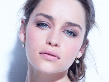Hello, Holly! Game of Thrones Star Emilia Clarke to Headline Breakfast at Tiffany's on Broadway
