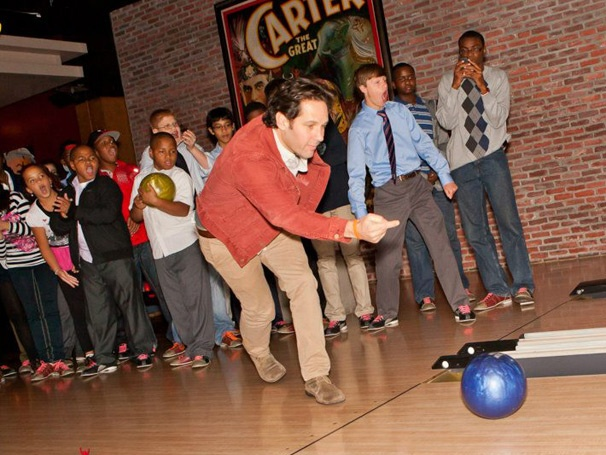 Graces Paul Rudd Throws a Strike for Kids Who Stutter at Starry Bowling Benefit