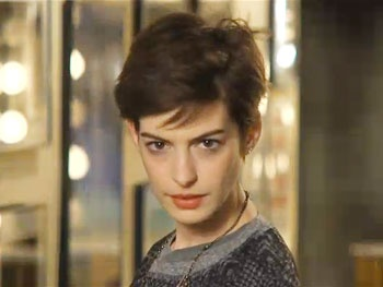 Watch Anne Hathaway & Jason Sudeikis Duke It Out for 'Sexiest Hair' on New SNL Promos