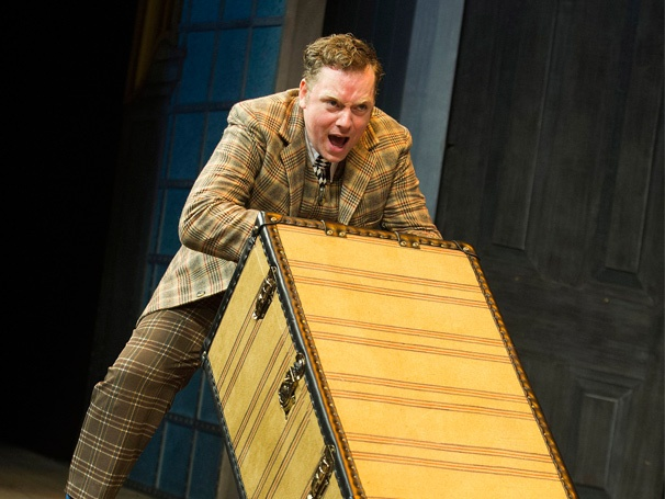 Rufus Hound Joins West End Cast of One Man, Two Guvnors