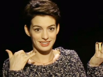 What Did Anne Hathaway Think After Looking in a Mirror for the First Time After Her Les Miz Haircut?