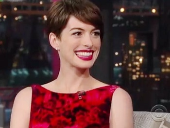 Anne Hathaway Talks Dropping 25 Pounds for Les Miz, Her Secret Wedding & More on Letterman