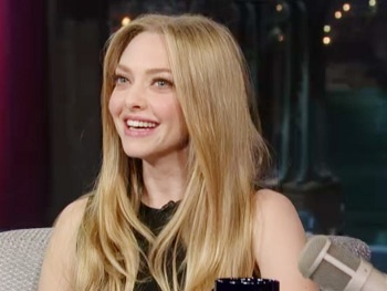 Les Miz Star Amanda Seyfried Drowns Her Stage Fright with 'Liquid Courage' on Letterman