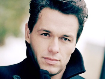 British Hunk Julian Ovenden Lands a Presidential Role on Smash's Second Season