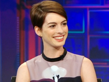 Anne Hathaway Spoils the Ending of Les Miz on The Daily Show: 'Everybody Dies!'