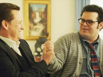 1600 Penn's Josh Gad Tests Bill Pullman on His Spaceballs and Independence Day Knowledge