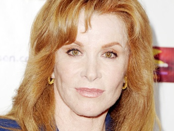 Stefanie Powers to Replace Ailing Valerie Harper in National Tour of Looped