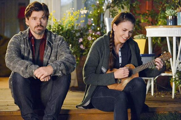 Barre Hopping: Sutton Foster's Big Brother Hunter Pays a Visit to Paradise on Bunheads