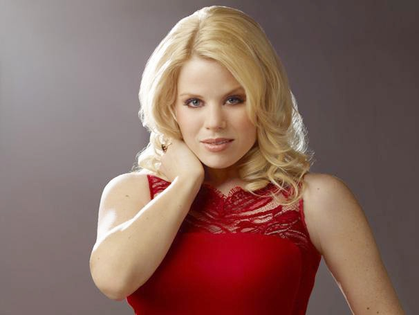Whats Up, Megan Hilty? The Smash Star on Recording Bombshell and Singing Robyn
