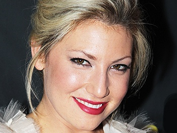 CBS Picks Up Ari Graynor's Bad Teacher to Series