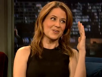 Watch Jenna Fischer Discuss Her Transition from TV's The Office to Off-Broadway's Reasons to Be Happy on Late Night