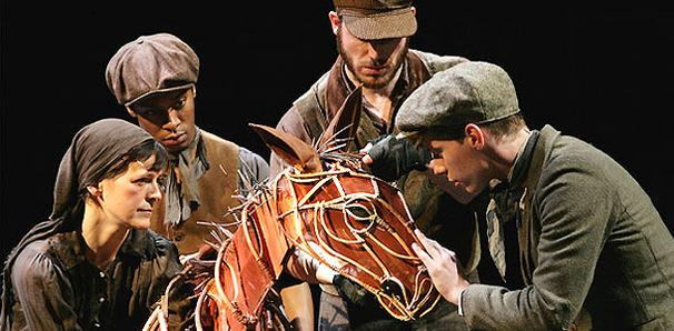 London Hit War Horse Eyes New York Transfer