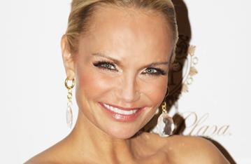 Promises Star Kristin Chenoweth Speaks Out on 'Horrendously Homophobic' Newsweek Article, Defends Sean Hayes
