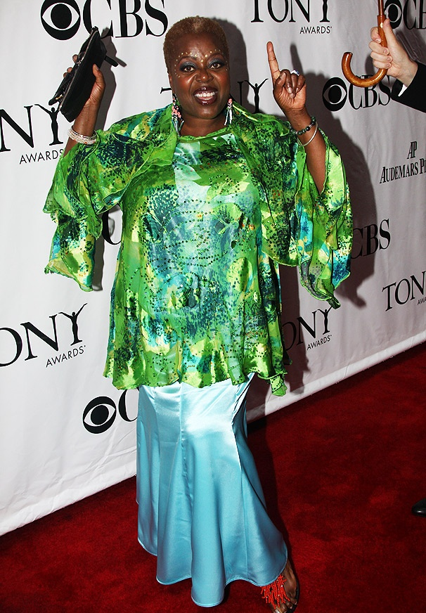 Everybody say 'Yea Yea' to Lillias White's Splashy Ensemble