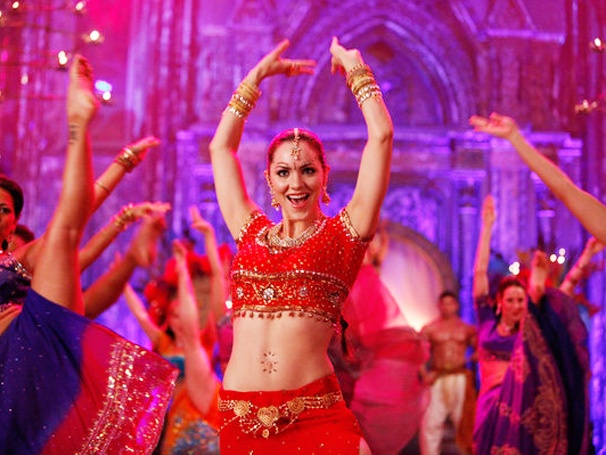 Katharine McPhee Becomes a Bollywood Bombshell, Uma Thurman Is a Friend with Benefits & More Smash Highlights