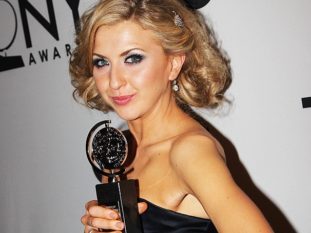 Exuberant Nina Arianda Wins First Tony Award for Venus in Fur