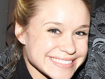 Broadway Vet Becca Tobin and Melissa Benoist Join Glee's New Freshman Class